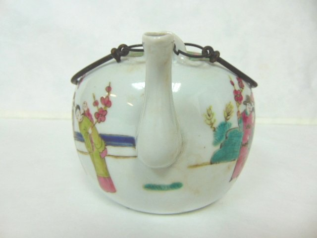 COLLECTIBLE CHINESE HAND PAINTED PORCELAIN TEAPOT - 3