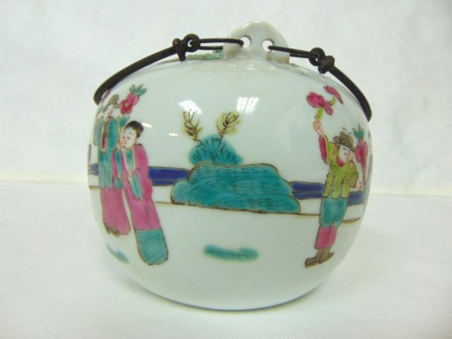 COLLECTIBLE CHINESE HAND PAINTED PORCELAIN TEAPOT - 4