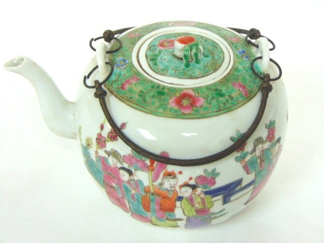 COLLECTIBLE CHINESE HAND PAINTED PORCELAIN TEAPOT - 5