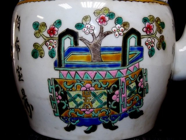 COLLECTIBLE CHINESE PORCELAIN TEAPOT - 8
