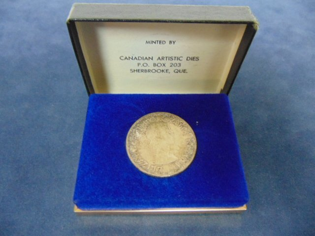COLLECTIBLE 1963 CANADIAN SILVER DOLLAR W/ BOX - 3