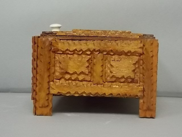 ANTIQUE PRIMITIVE HAND MADE TRAMP ART TRINKET BOX - 2