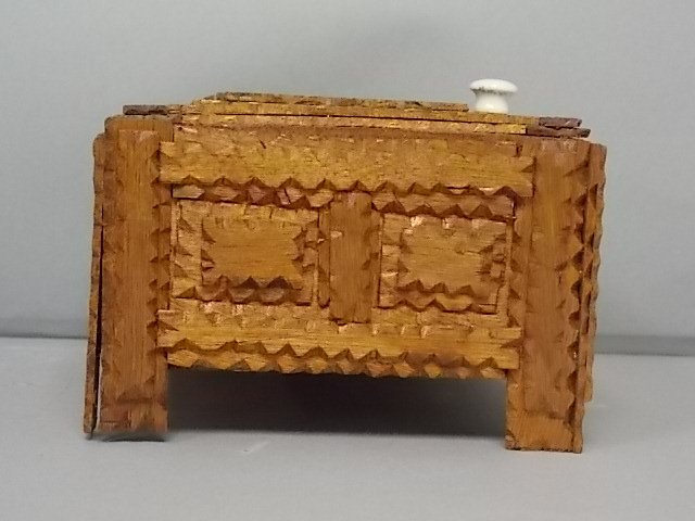 ANTIQUE PRIMITIVE HAND MADE TRAMP ART TRINKET BOX - 3
