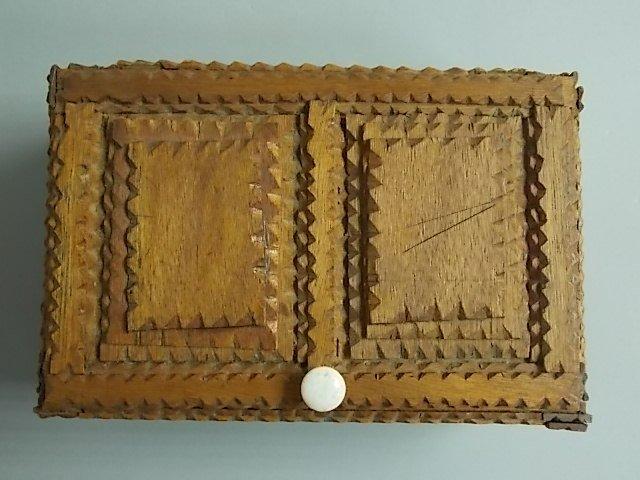 ANTIQUE PRIMITIVE HAND MADE TRAMP ART TRINKET BOX - 6