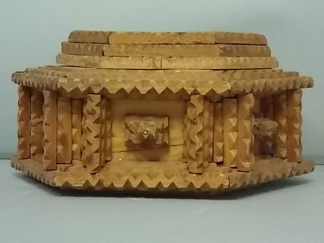 ANTIQUE PRIMITIVE HAND MADE TRAMP ART TRINKET BOX