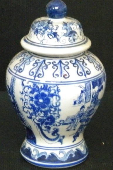 BLUE & WHITE CHINESE PORCELAIN URN VASE