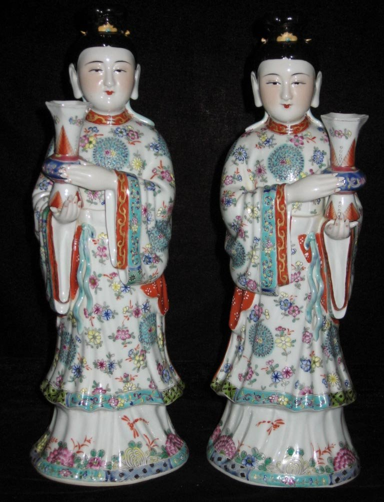 Set of two Chinese famille rose porcelain figurines