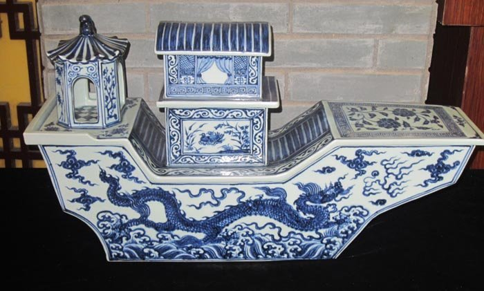 Rare Ming Chinese Blue and White Dragon Porcelain  Boat