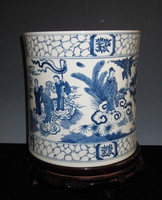 Fine Antique Qing Chinese Blue and White Porcelain Brus