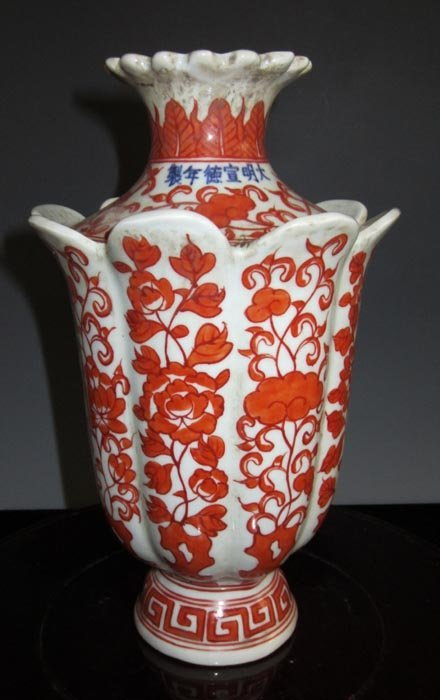 Fine Antique Ming Chinese Famille Rose Porcelain Vase