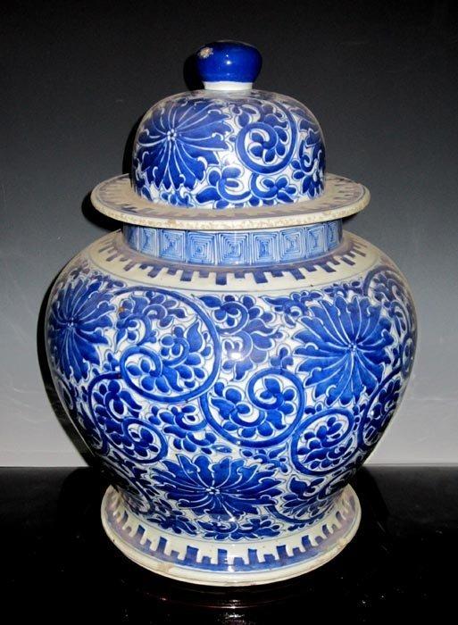 Fine Antique Qing Blue and White Porcelain Cover Jar