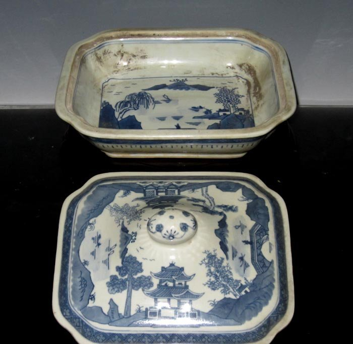 Fine Chinese Export Blue and White Porcelain Cover Plat