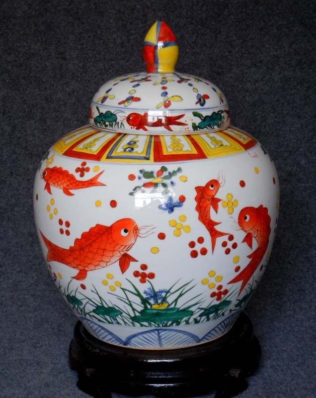 Antique Chinese Ming Famille Rose Porcelain Cover Jar