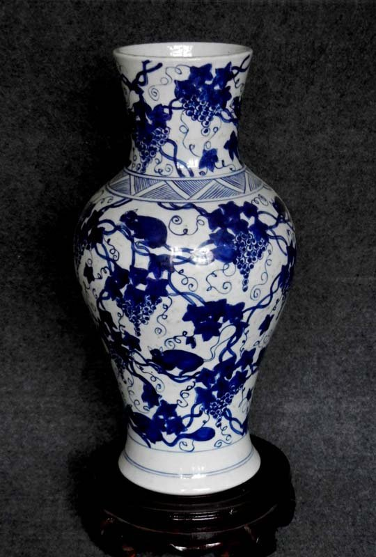 Antique Chinese Qing Kangxi Period Blue and White