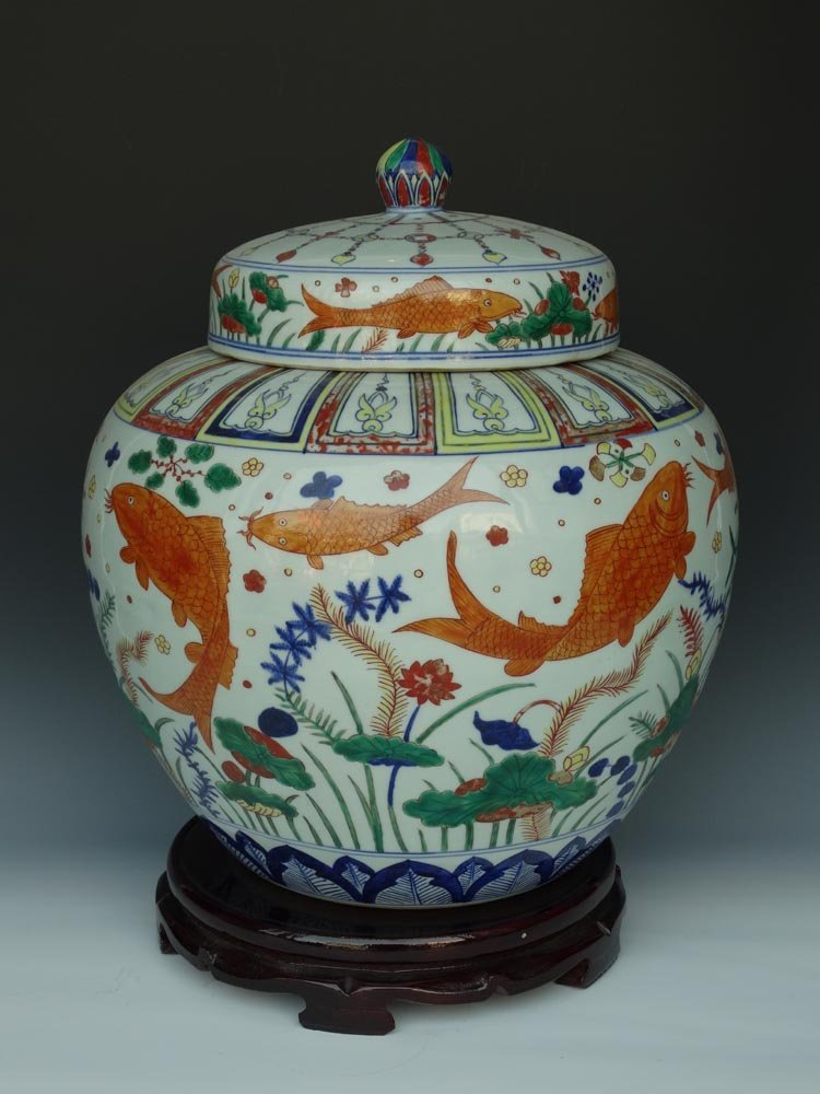 Large Chinese Ming Famille Rose Porcelain Cover Jar