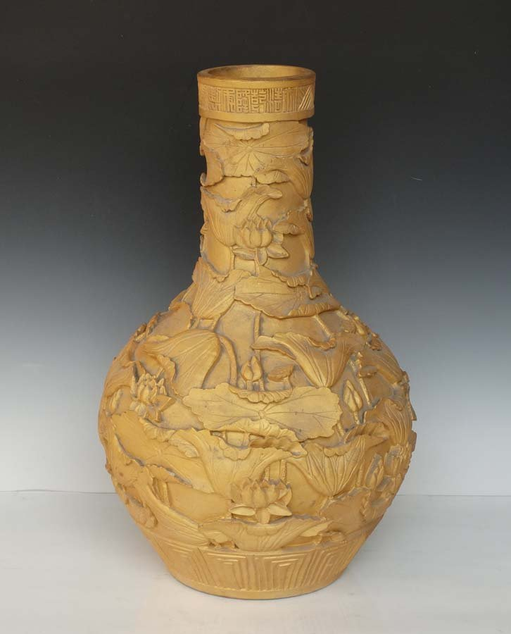 A Whole Gilted and Carved Chinese Porcelain Vase