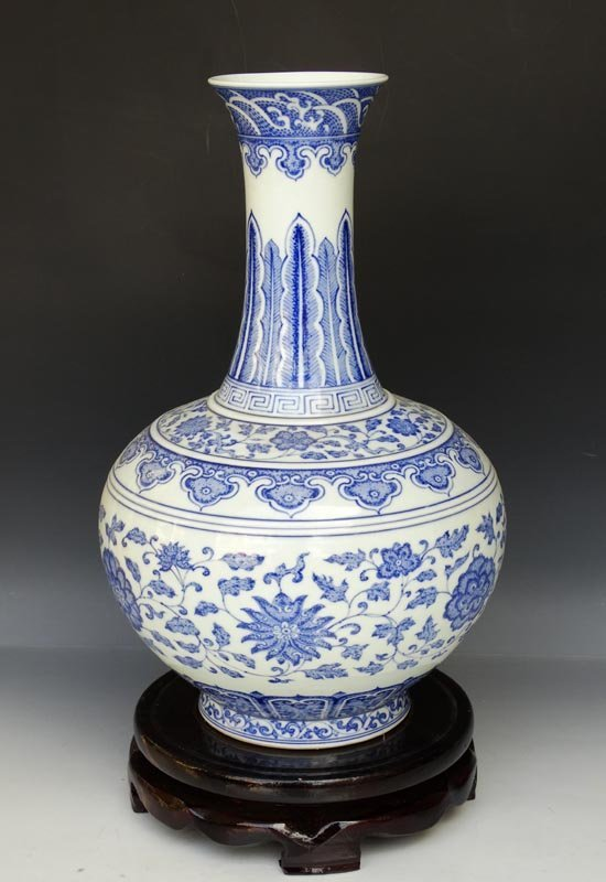A Fine Chinese Qing Blue and White Porcelain Vase