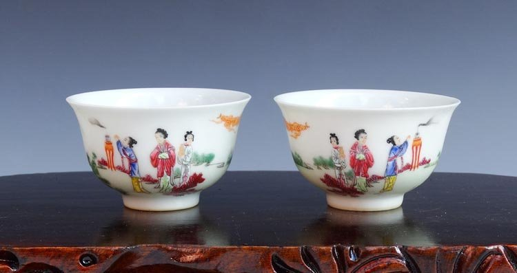 A Pair of Chinese Qing Famille Rose  Porcelain Cups