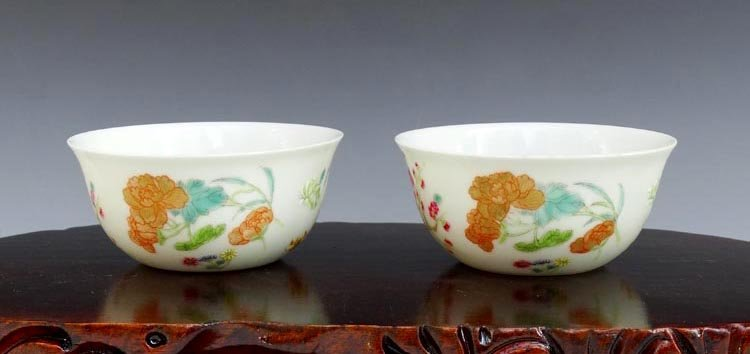 A Pair of Chinese Qing Enamel Porcelain Cups