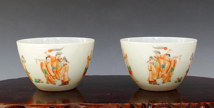 A Pair of Chinese Qing Alum Red Porcelain Cups