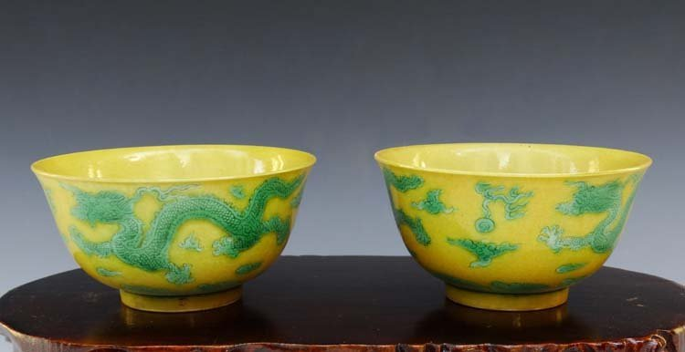 A Pair of Chinese Qing Green Dragons Porcelain Cups