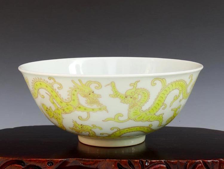 A Chinese Qing Yellow Nine Dragons Porcelain Bowl