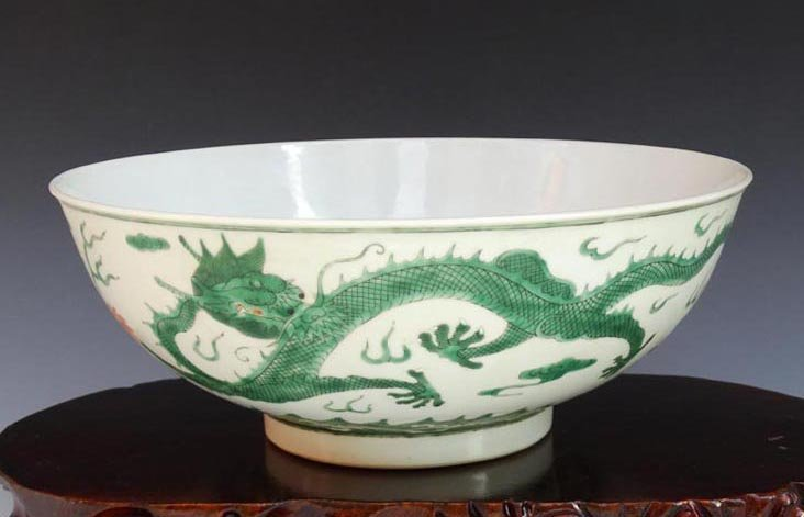 A Chinese Qing Green Dragons Porcelain Bowl