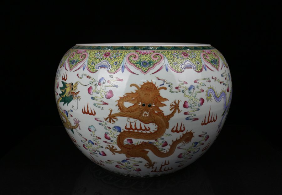 Very Large Chinese Qing Famille Rose Porcelain Pot