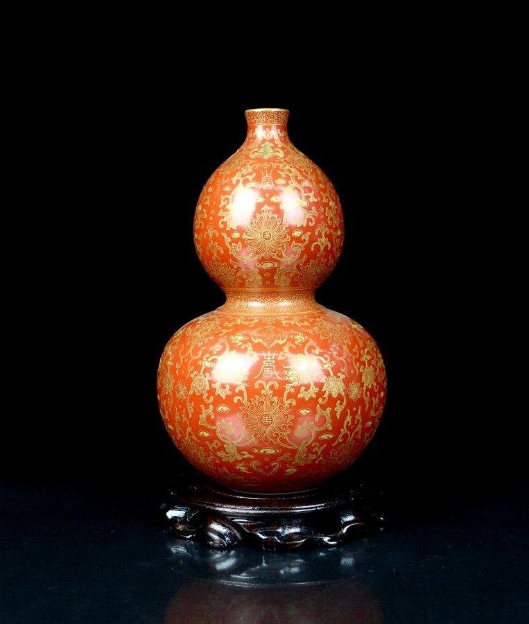 A Top Chinese Qing Gilt Red Glaze Porcelain Vase