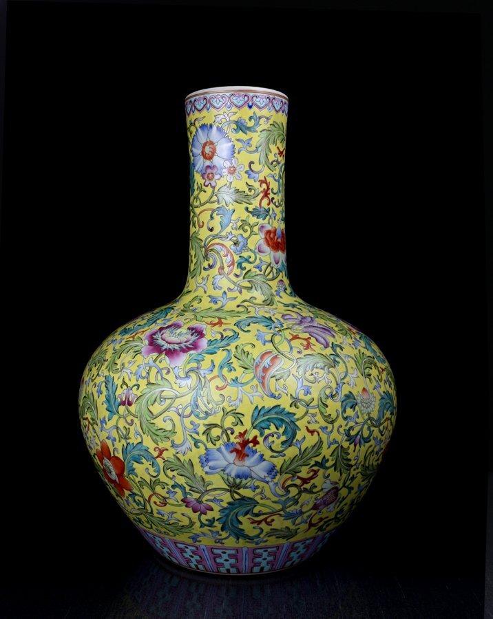 A Large Unique Chinese Qing Enamel Porcelain Vase