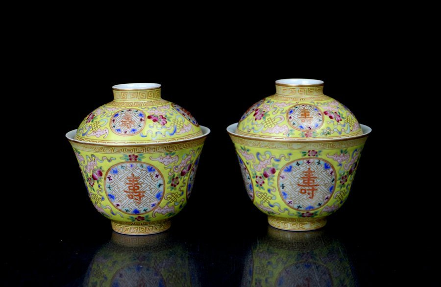 A Pair Fine Chinese Qing Famille Rose Porcelain Cups