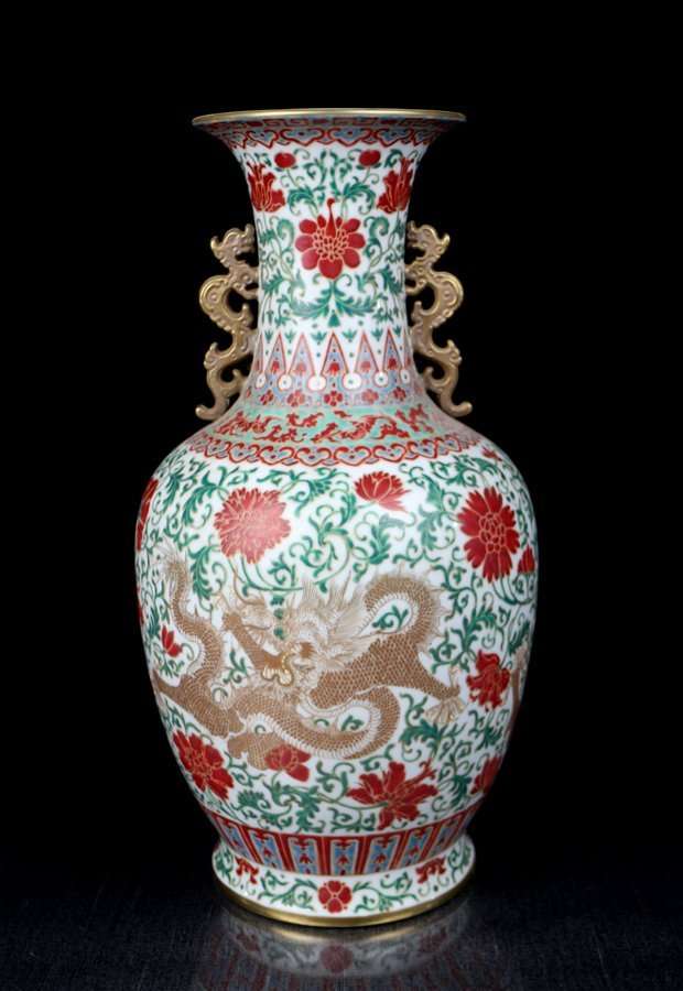 A Fine Chinese Qing Gilt Red and Green Porcelain Vase