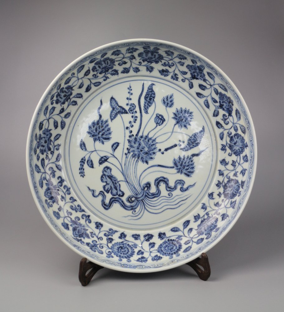 A Large Fine Quality Chinese Blue and White Porcelain P