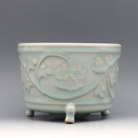 A Chinese Song Longqun Kiln Celadon Glaze Porcelain Cen