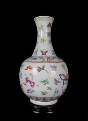 A Fine Antique Chinese Qing Famille Rose Hundred Butter