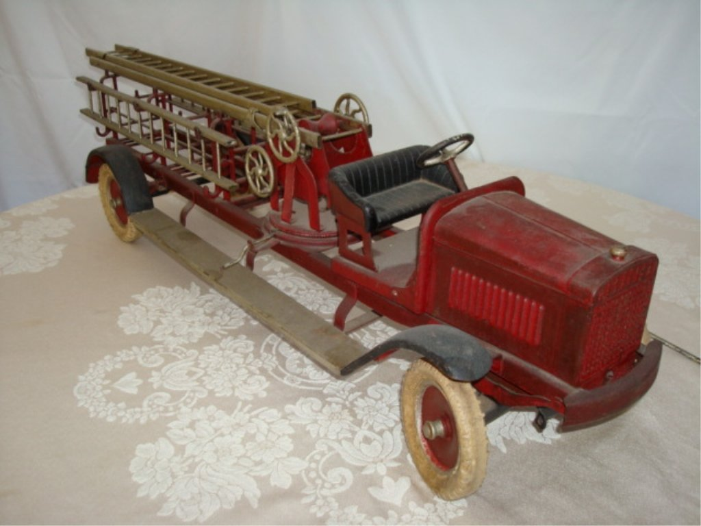 Large Kingsbury Hook & Ladder Fire Truck w BOX
