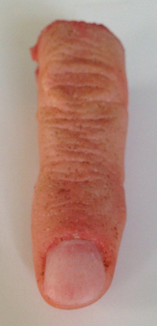 Bruce Willis severed Finger from Red
