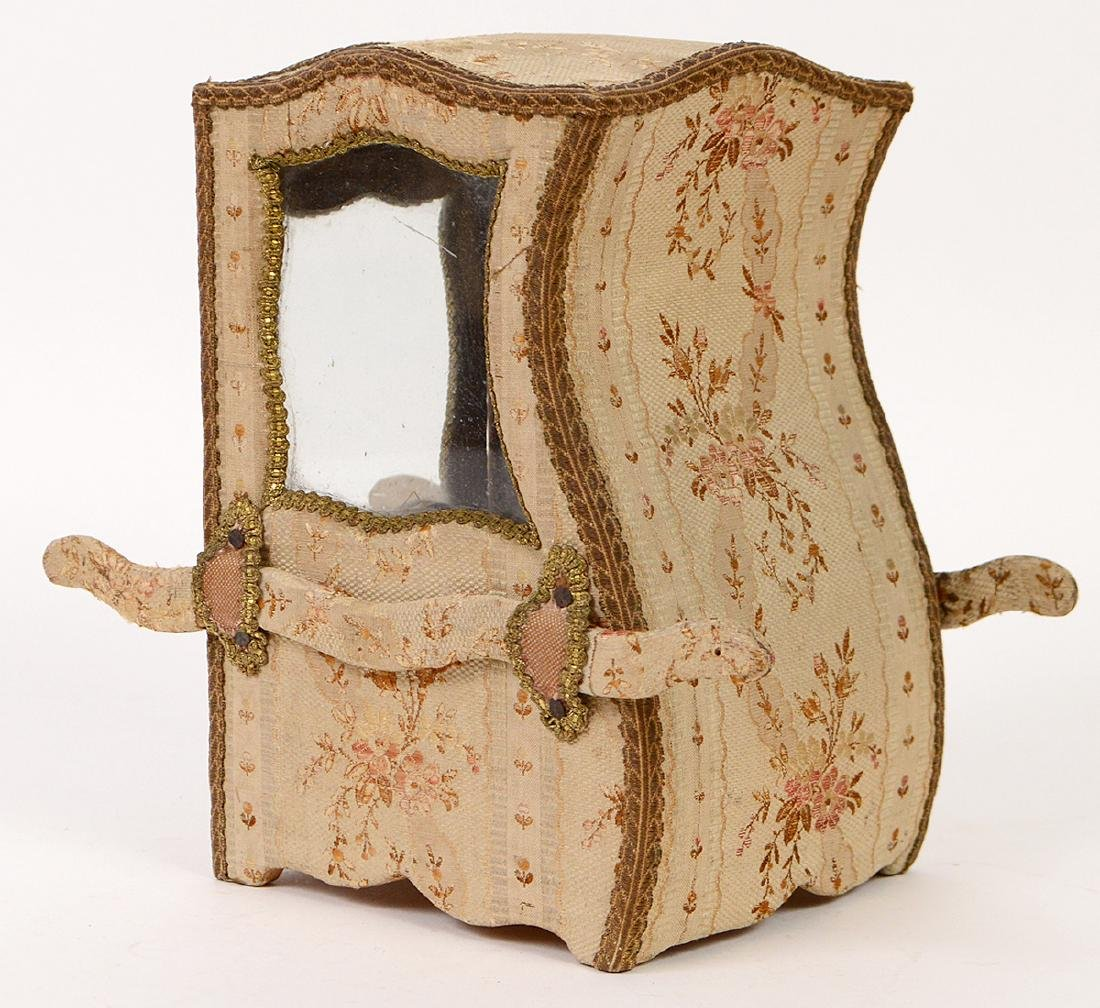 FRENCH FABRIC MOUNTED 'SEDAN' FORM JEWELRY CASE - 8
