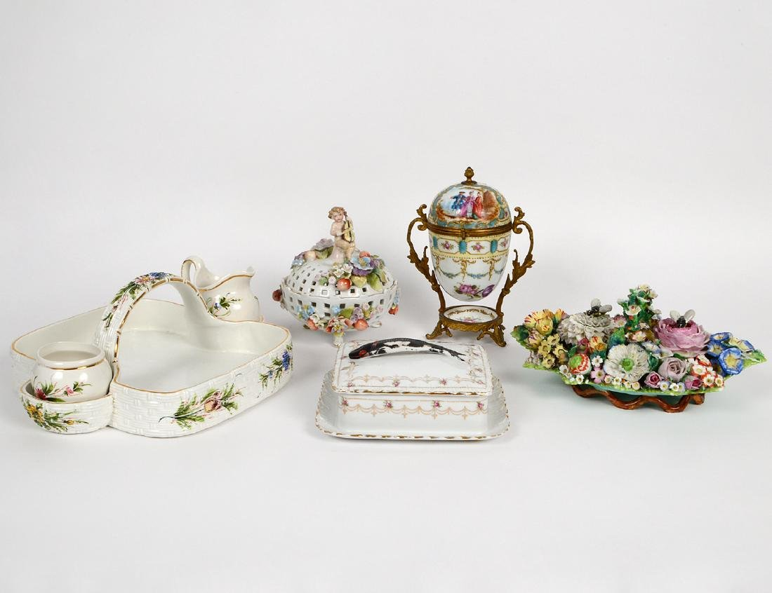 GROUP OF CONTINENTAL PORCELAIN TABLE ITEMS