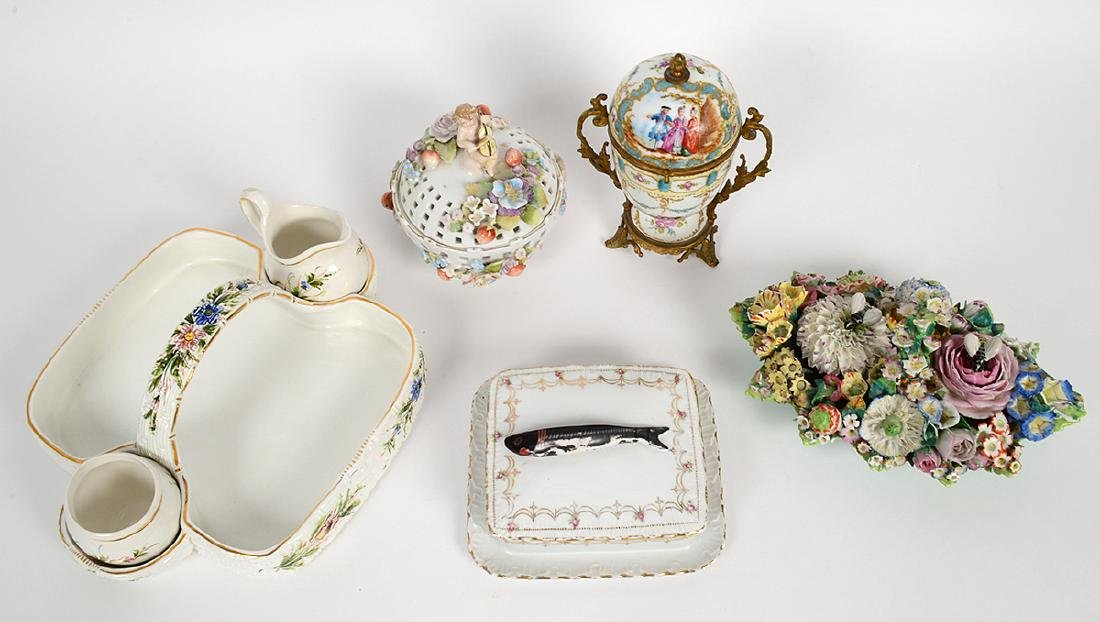 GROUP OF CONTINENTAL PORCELAIN TABLE ITEMS - 2