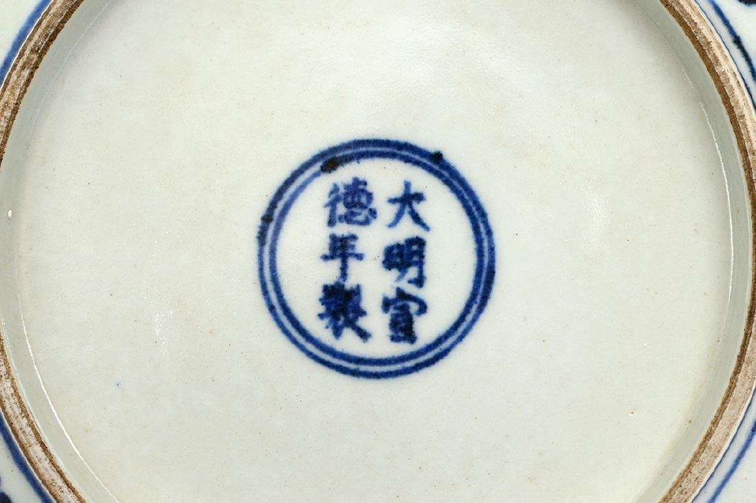 CHINESE BLUE AND WHITE PORCELAIN DISH - 4