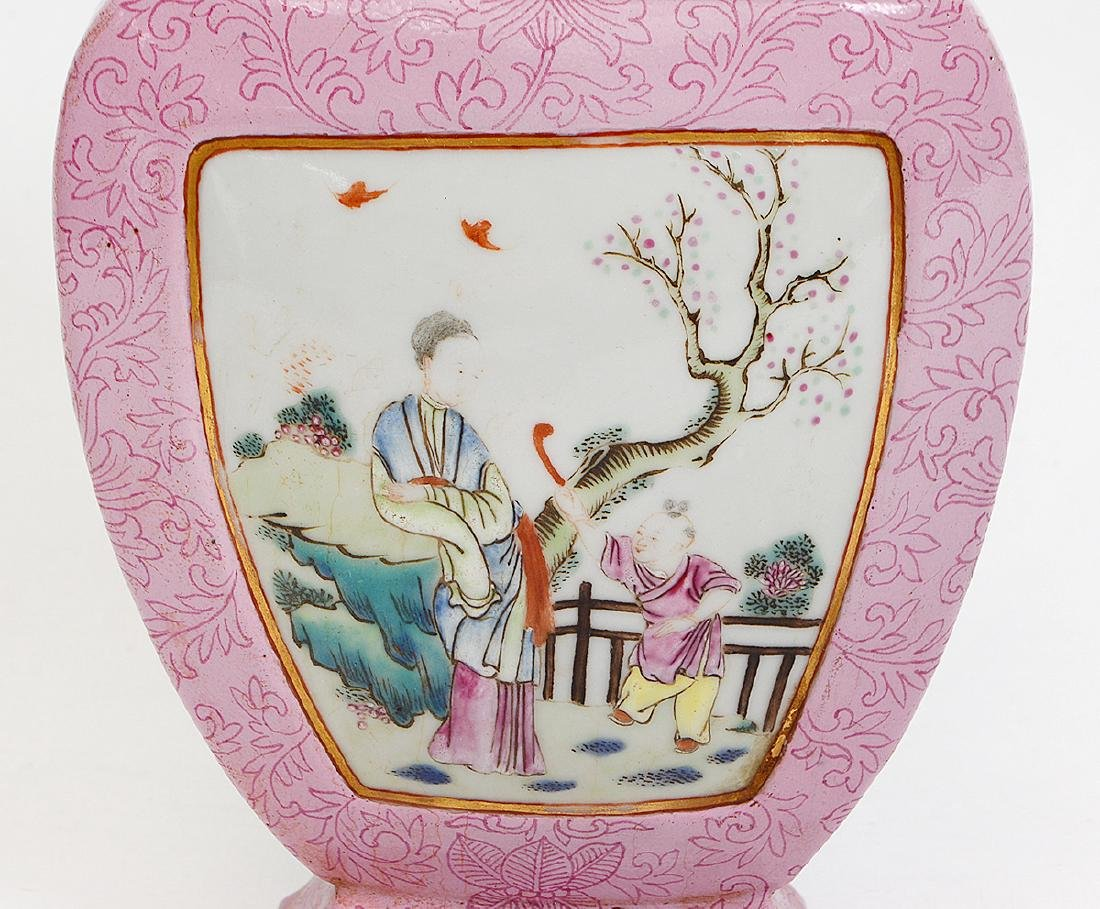 CHINESE CHIEN LUNG FAMILLE ROSE URN FORM WALL POCKET - 2