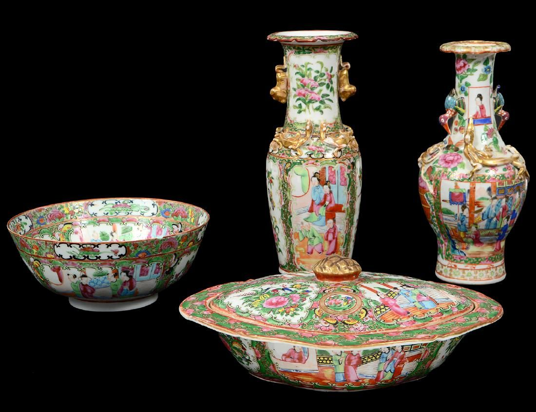 FOUR CHINESE-EXPORT ROSE MEDALLION PORCELAIN ITEMS