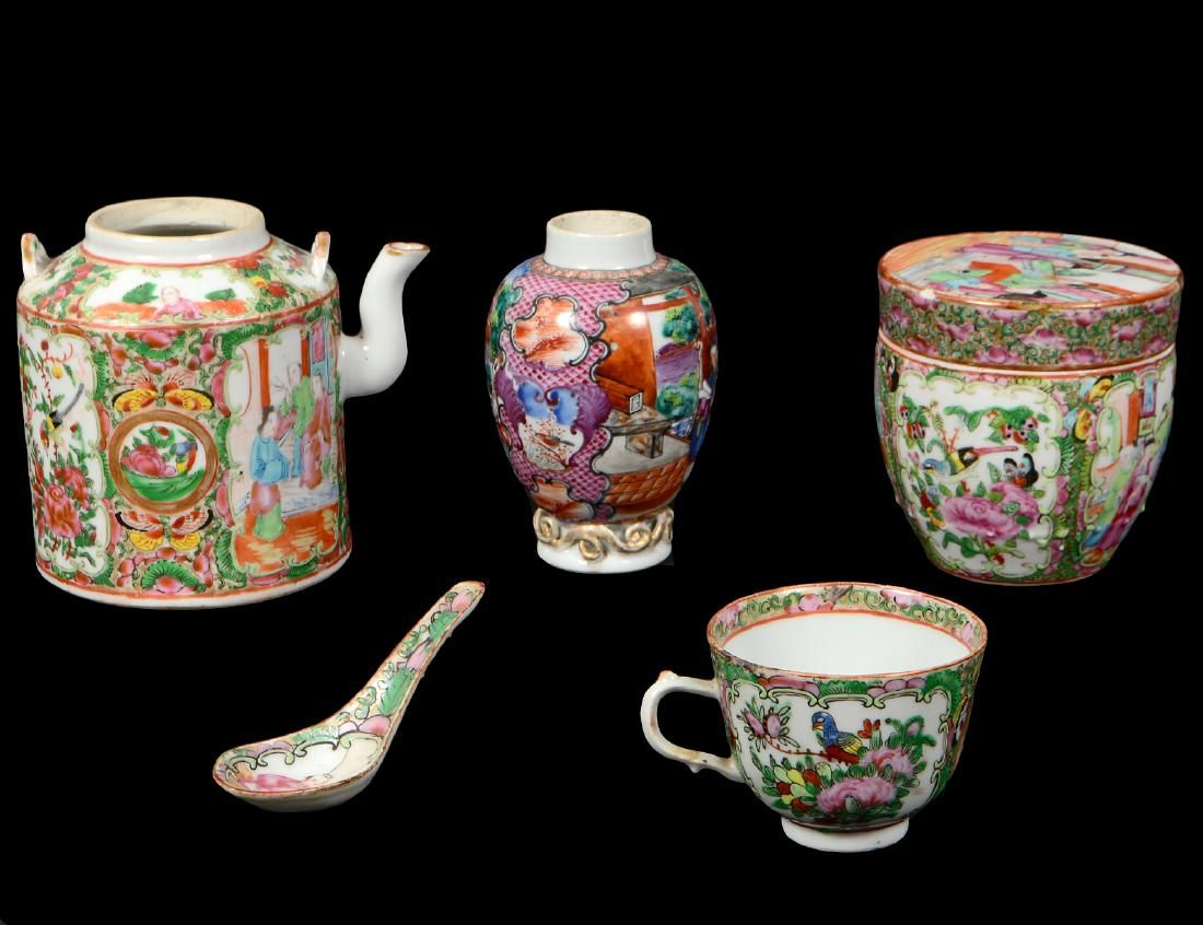 FIVE CHINESE-EXPORT PORCELAIN TABLE ITEMS