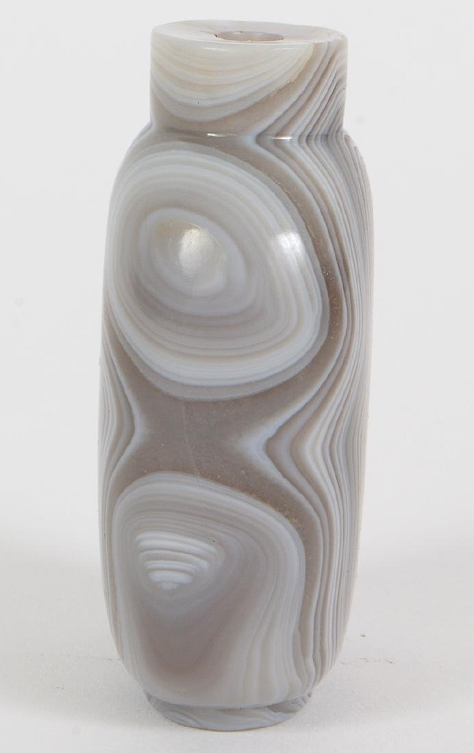 CHINESE BANDED WHITE AGATE SNUFF BOTTLE - 2