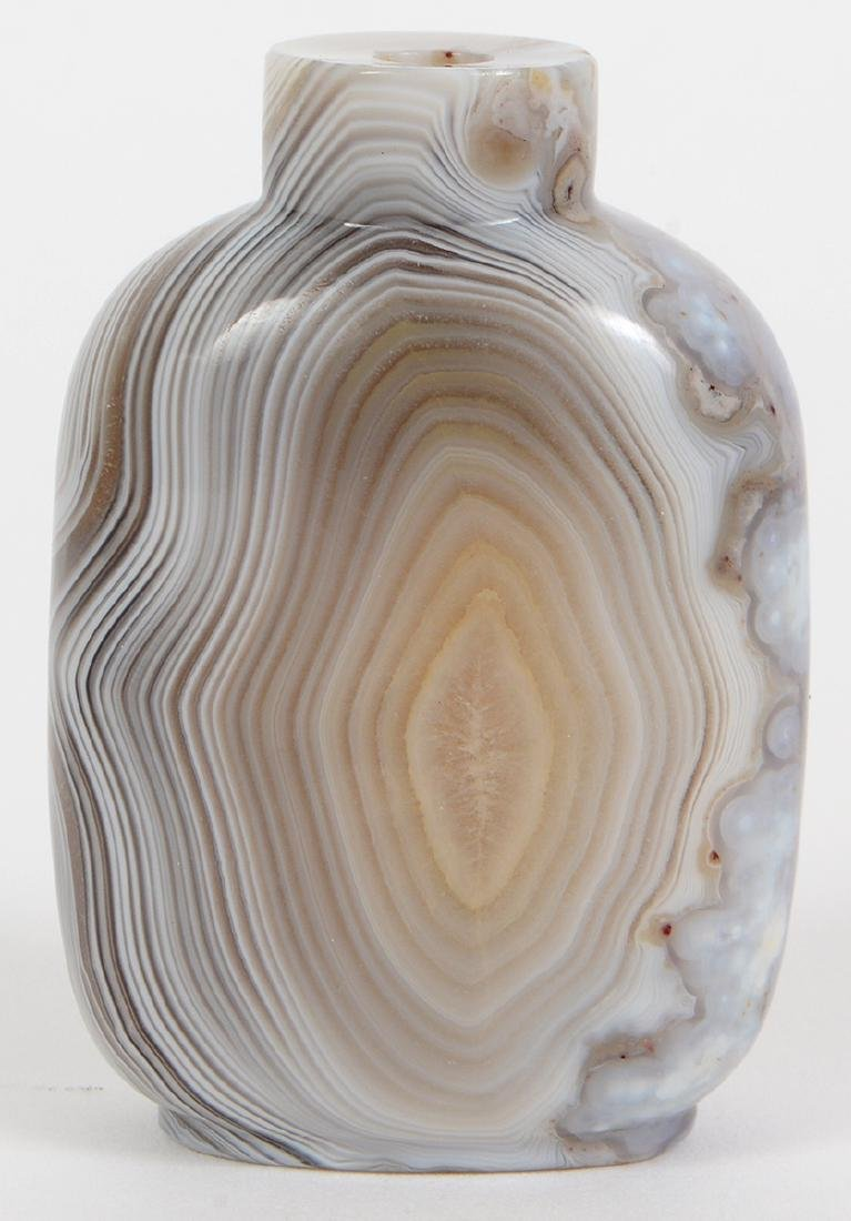 CHINESE BANDED WHITE AGATE SNUFF BOTTLE - 3