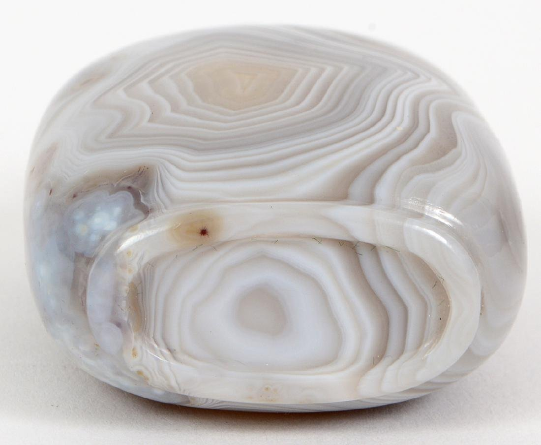 CHINESE BANDED WHITE AGATE SNUFF BOTTLE - 5