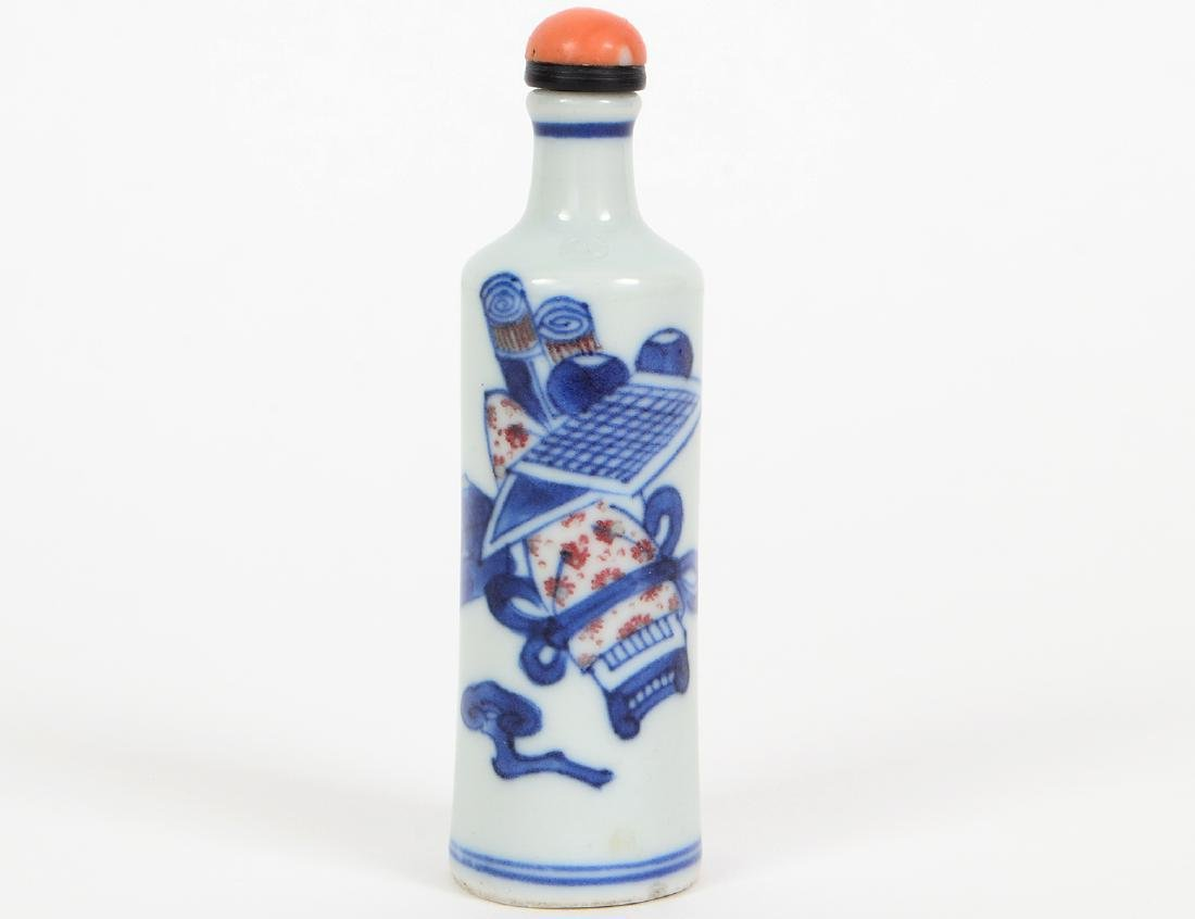 CHINESE UNDERGLAZE BLUE & RED DECORATED SNUFF BOTTLE