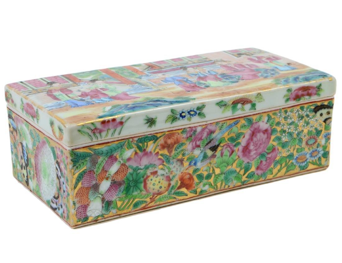 CHINESE FAMILLE ROSE PORCELAIN LIDDED BOX