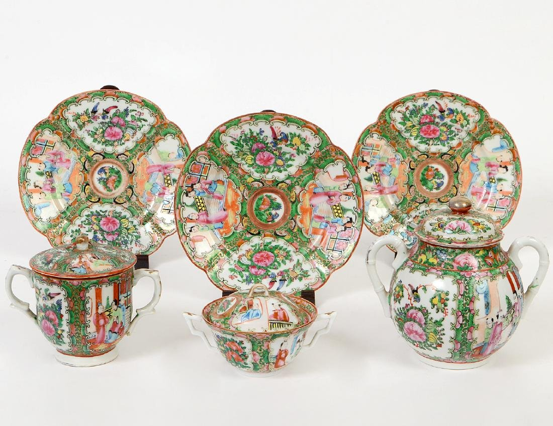 SIX CHINESE EXPORT PORCELAIN TABLE ITEMS